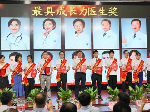 """咸阳市一院第三个""""中国医师节""""亮点之""""最具成长力医师奖"""""""