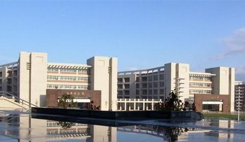 西北本科院校,西安邮电大学和新疆医科大学,虎斗龙争