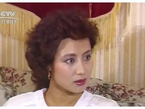 80年代经典电视剧《公关小姐》女主角萨仁高娃,她曾引领时尚前沿