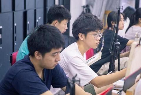 2020美术高考:报考美术类院校,还能报考普通大学吗?