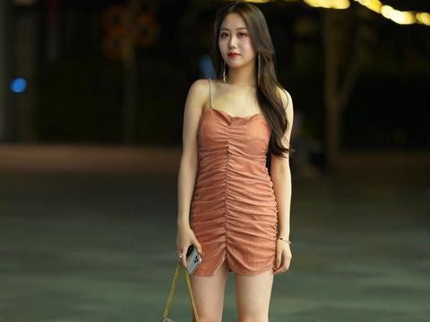 换季的长裙还是不能丢,时髦又高级的这几款,抓紧穿起来