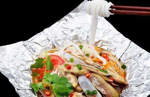 花甲米线,青笋炒木耳,木耳大拌菜,香辣鸡丁炒黄瓜的做法