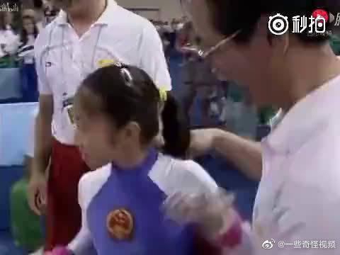 中国体操史上,唯一一次以满分夺金的高低杠……