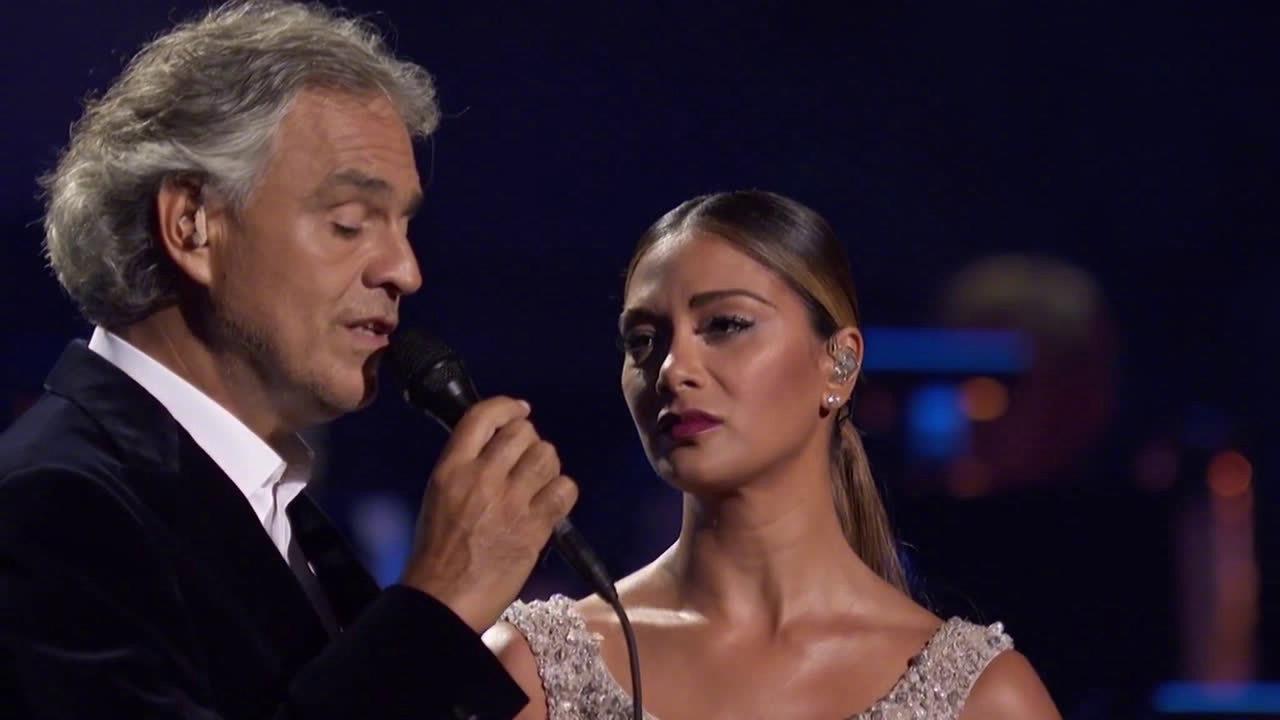 安德烈·波切利和妮可合唱《贝隆夫人》中的经典唱段《阿根廷不要为我哭泣》