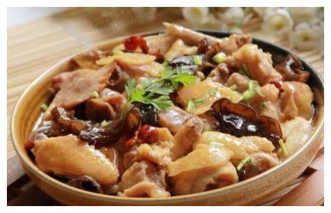 捞汁滑嫩鸡,辣鳝丝,酸辣木耳,干锅青笋腊肉