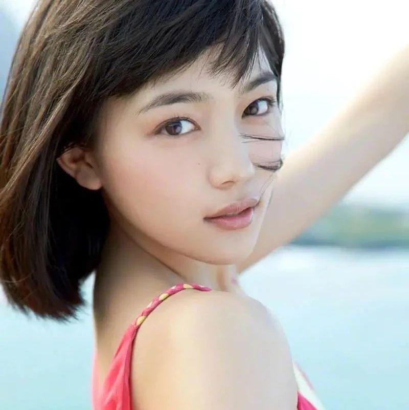 25岁日本女星川口春奈走红!肌肤娇嫩清丽脱俗美到窒息