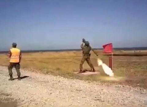 俄单兵导弹带着发射筒乱飞,这是什么原因造成?