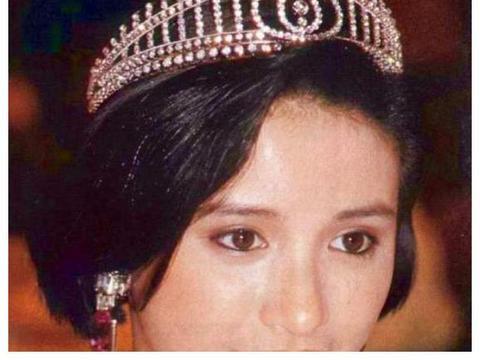 与张国荣传绯闻,当红时被雪藏,百亿丈夫独宠她三十年后突然离世