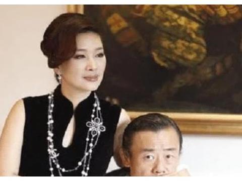 一婚富商,二婚周立波,如今52岁的胡洁到底有何魅力?
