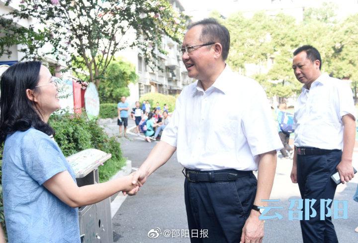 龚文密走访慰问优秀教师代表:向广大教师和教育工作者致以节日问