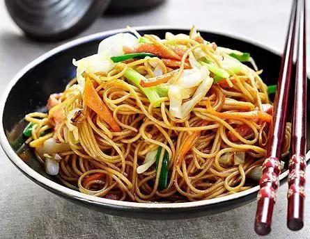 美食精选:蒜蓉西葫芦丝、三丝炒面、广式煲仔饭、砂锅金针冻豆腐