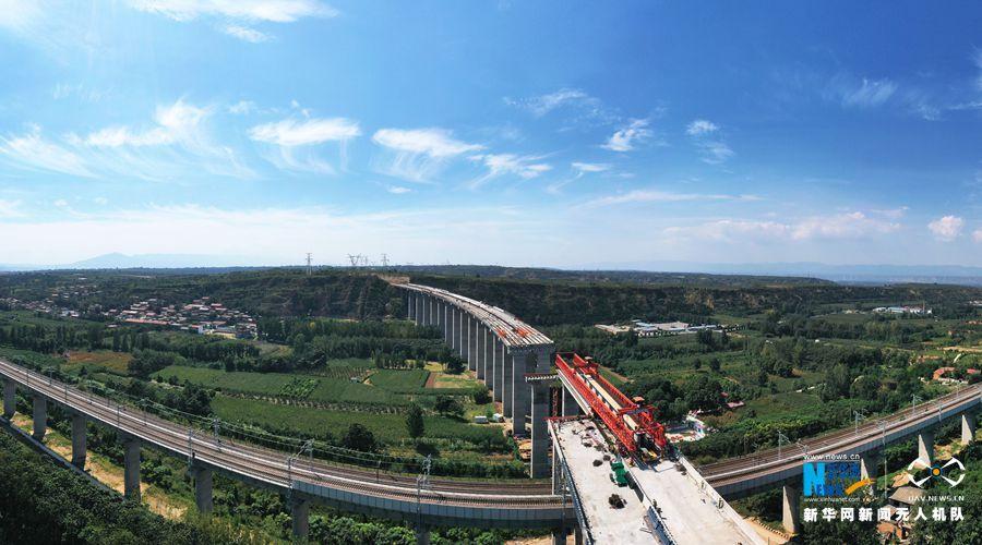 国道310三门峡段上跨浩吉、陇海铁路立交工程有序推进