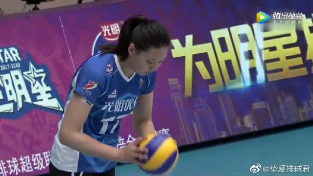 刘晓彤后排吊球四两拨千斤得分,中国女排联赛决赛第三轮!