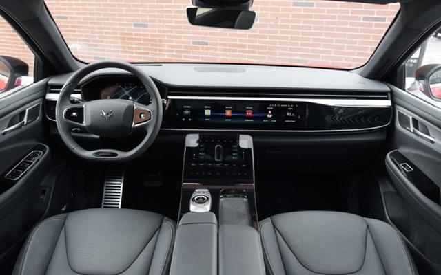 北汽终于发力高端!全新纯电中型SUV亮相,预售28万,高颜值