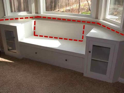 拱形窗户下面做凹位卡座,沙发茶几一体式造型,休闲又舒坦!