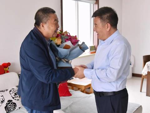 七里河区委区政府慰问全区部分在职教师和退休教师