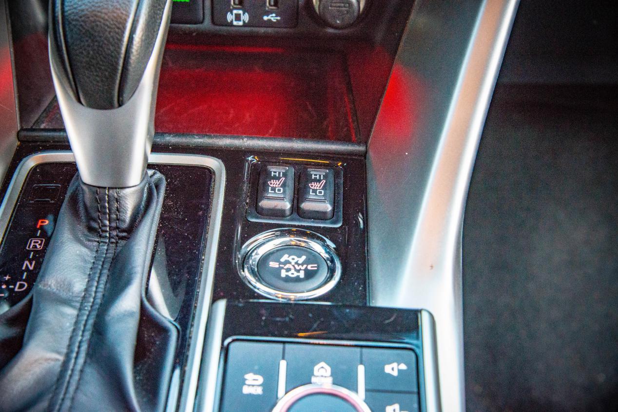 自动空调+胎压监测,还有四驱,这SUV配置丰富夏季用车更舒心
