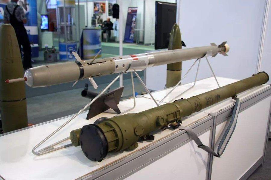 俄制防空导弹发射失败,带着发射筒砸在地面,印度可是买了不少