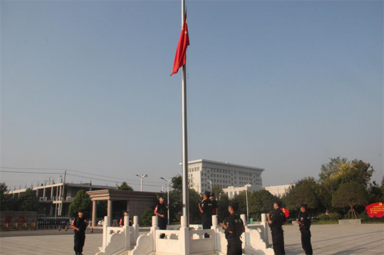 河南省新野县公安局举行升国旗仪式