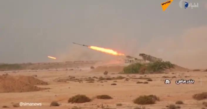 伊朗军队在阿曼湾举行演习