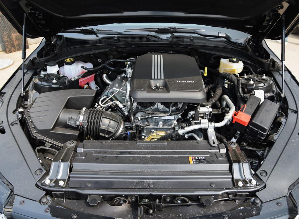 想选豪华运动中型车,3系太贵?不妨看看更纯粹的凯迪拉克CT4