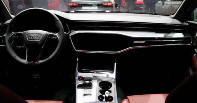 奥迪S6堪称4秒破百,搭配保时捷发动机,预售仅93万