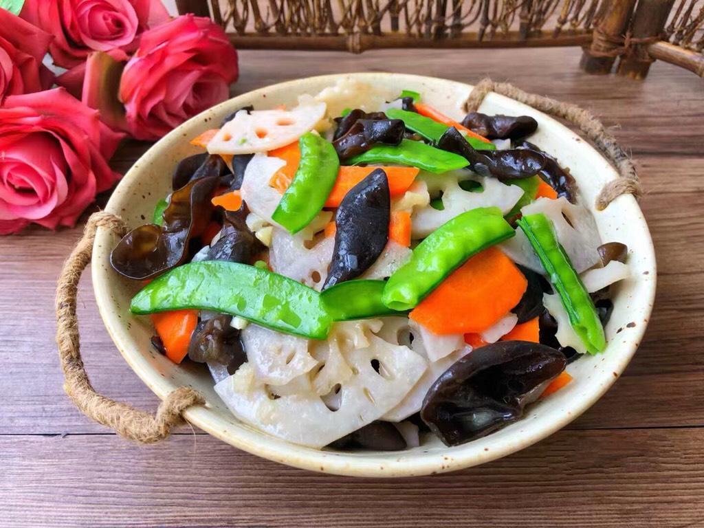 与大家分享荷塘炒菜 番茄 鸡蛋 青豆 简单