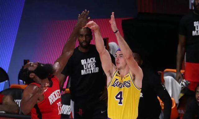 NBA季后赛继续进行,次轮第四战,湖人110-100战胜红队