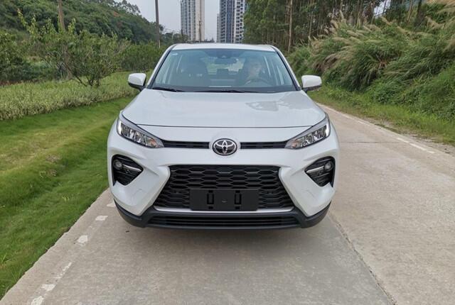 丰田还有一爆款,30天卖10201辆,全系8气囊油耗4.9L,不是荣放