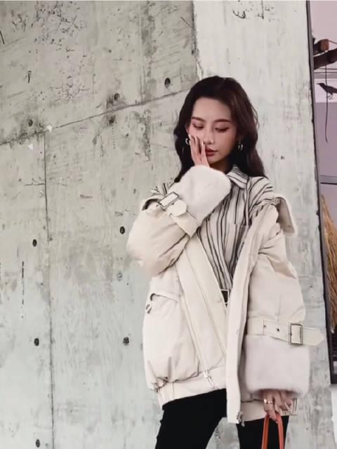 街拍女装潮流|服装模特穿搭2020冬季羽绒服加皮草玩出新时尚