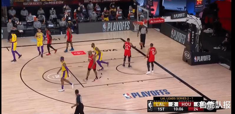 NBA季后赛迎来一场焦点大战,湖人与红队的第4场比赛上演。湖人此役变阵
