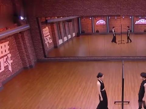 舞者:AC雷曦搭档范范重磅来袭,大秀甩手舞,瞬间嗨爆任嘉伦!