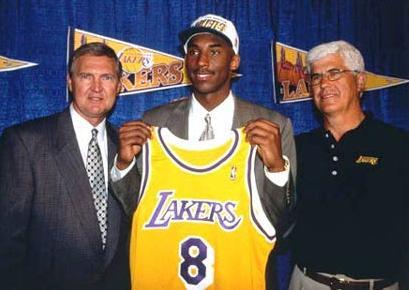 艾弗森是1996年的NBA状元秀,在新秀赛季就打出了名堂,虽然生涯无冠