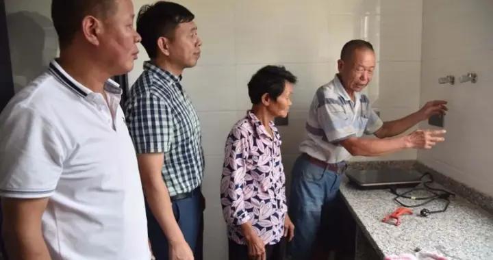 """德化县浔中镇的驻村干部让贫困""""移民""""住上新房"""