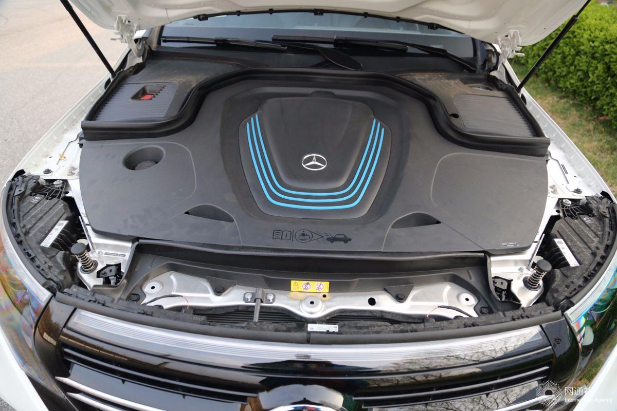 向全新S级靠拢 奔驰纯电动轿车EQS内饰曝光