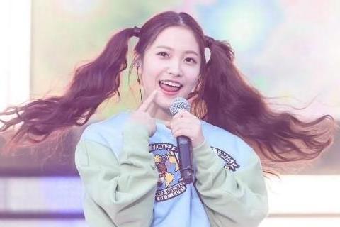 韩国网友褒贬不一的女星俏皮可爱金艺琳