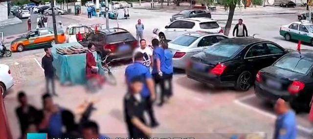 重庆城管打人事件后 辽宁阜新城管将董佳