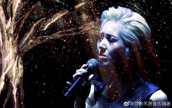 杨千嬅现场版《火鸟》,一首意象很具体的歌……
