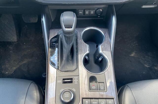 全新一代汉兰达实车曝光,你还会加价买它吗?