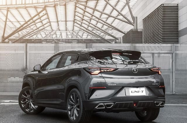 吉利输给长安了,科幻SUV配177马力,才卖9万多,至今仍卖不动