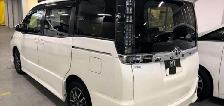 """小""""埃尔法""""丰田VOXY来了,配全新车标,售15万走亲民路线"""