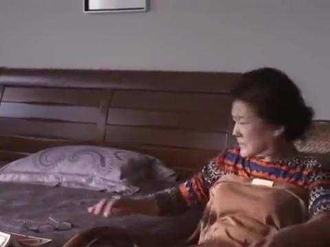 美女后妈把麻友叫到家里,一起打麻将,婆婆气的报了警!