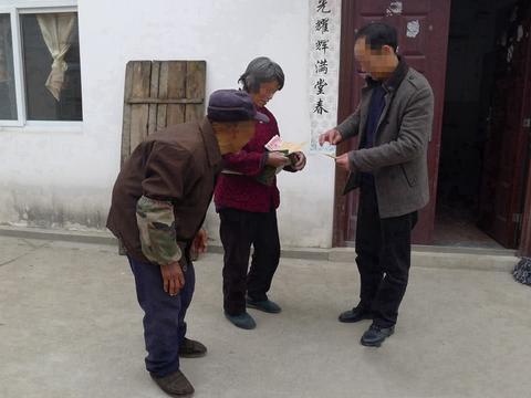 男子农村寻宝,200元回收两张旧版币,同行见后:捡大漏了!