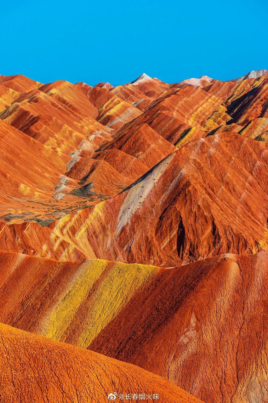 河西张掖沙漠西北荒原并非没有色彩