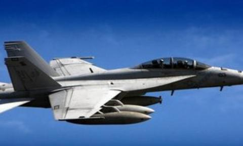 """美军航母E-2C""""鹰眼""""预警机撞向自家""""大黄蜂""""战斗机"""