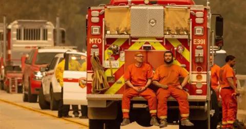 加利福尼亚州通过新法 囚犯也有机会成为专业消防员