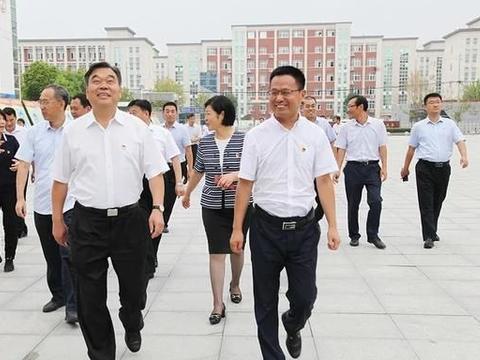 周口市委书记刘继标到郸城县第一高级中学看望慰问教师