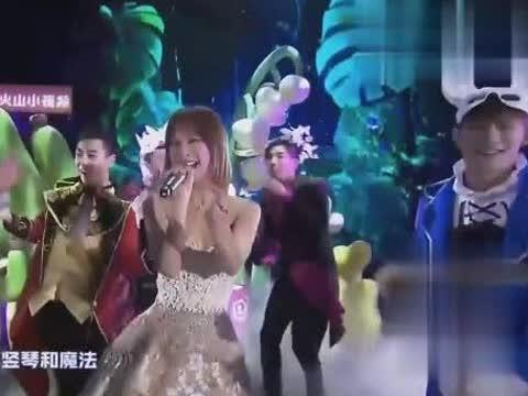 吴昕湖南跨年逆袭,甜美小公主童话镇,网友:遇到潘玮柏就变了!