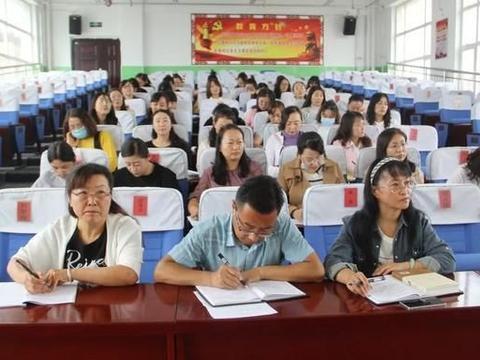 向阳青槐语文名师工作室《透过〈语文课程标准〉看语文核心素养》