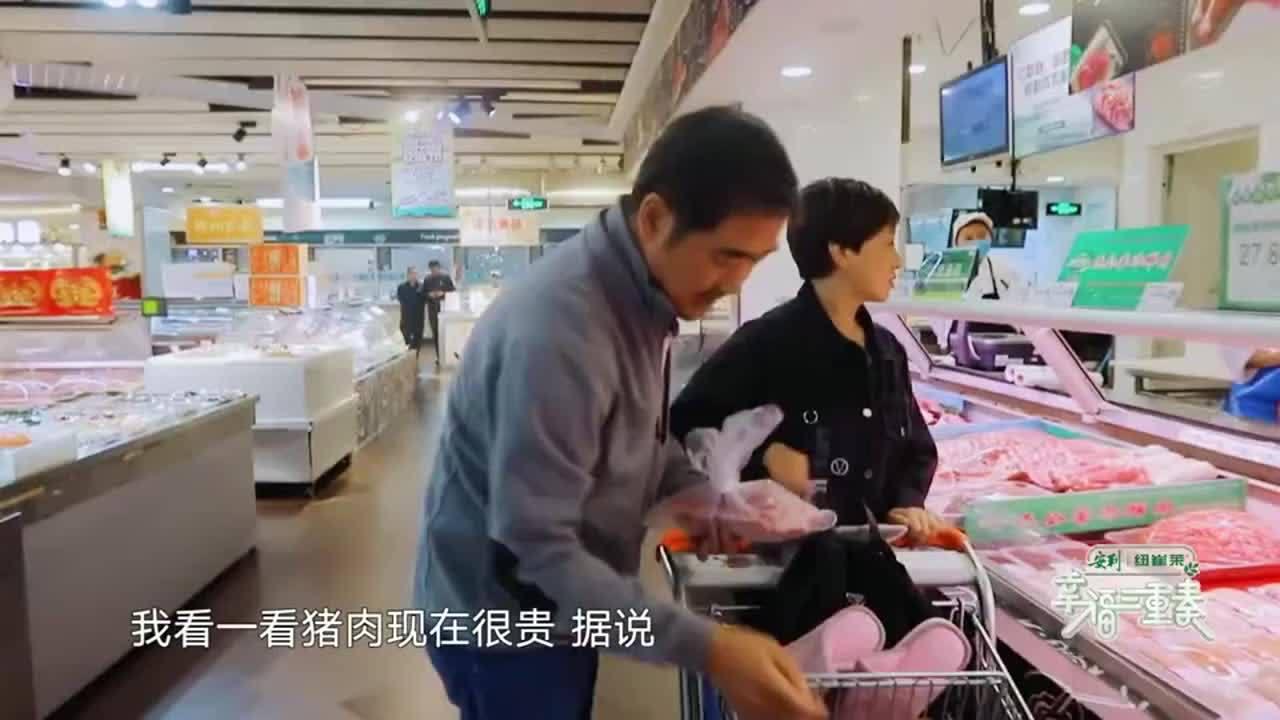 张国立想吃猪蹄,邓婕嫌猪肉太贵不买,不料竟被一句话动心!